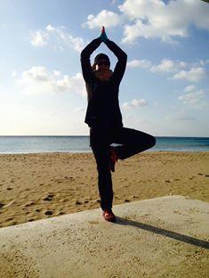 Vrikshasana, der Baum, Yoga für Läufer am Strand